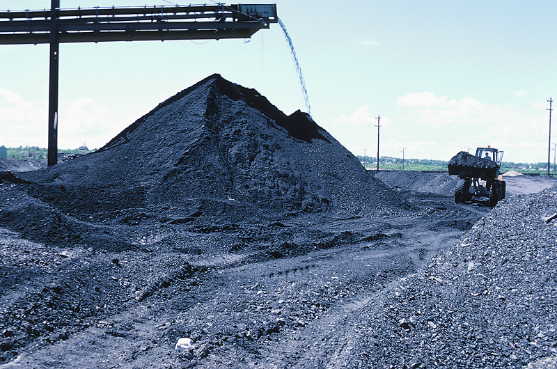 Wyoming's governor visits to push coal terminals