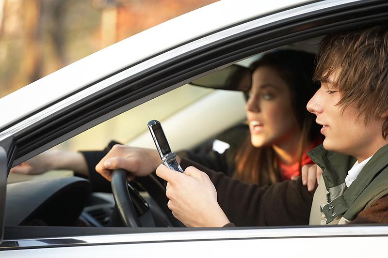Washington drivers still texting and talking