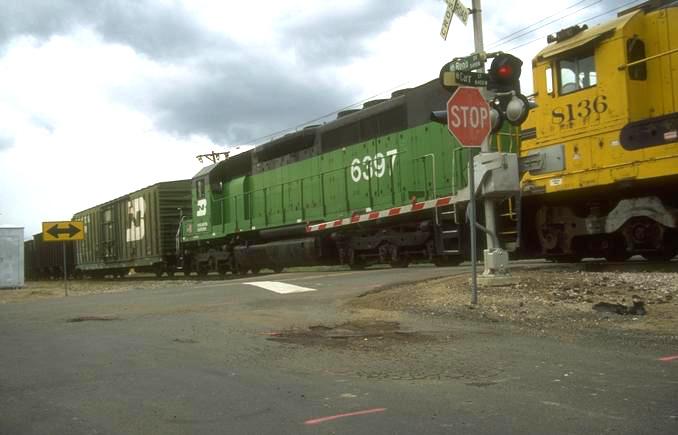 Railroads seek to limit public info on oil trains