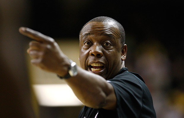 Washington State hires Kent as new hoops coach