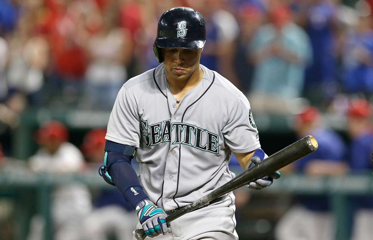 Mariners running gamut of tough pitching, fall to Texas 6-3