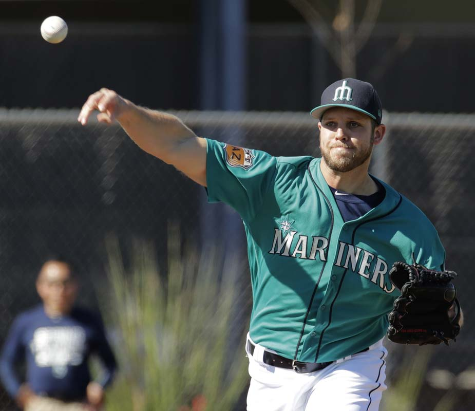 Phillies acquire RHP Fien from Mariners