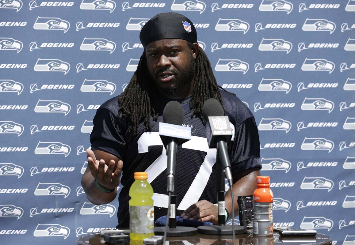Seahawks' Eddie Lacy makes weight again, scores $55K, report says