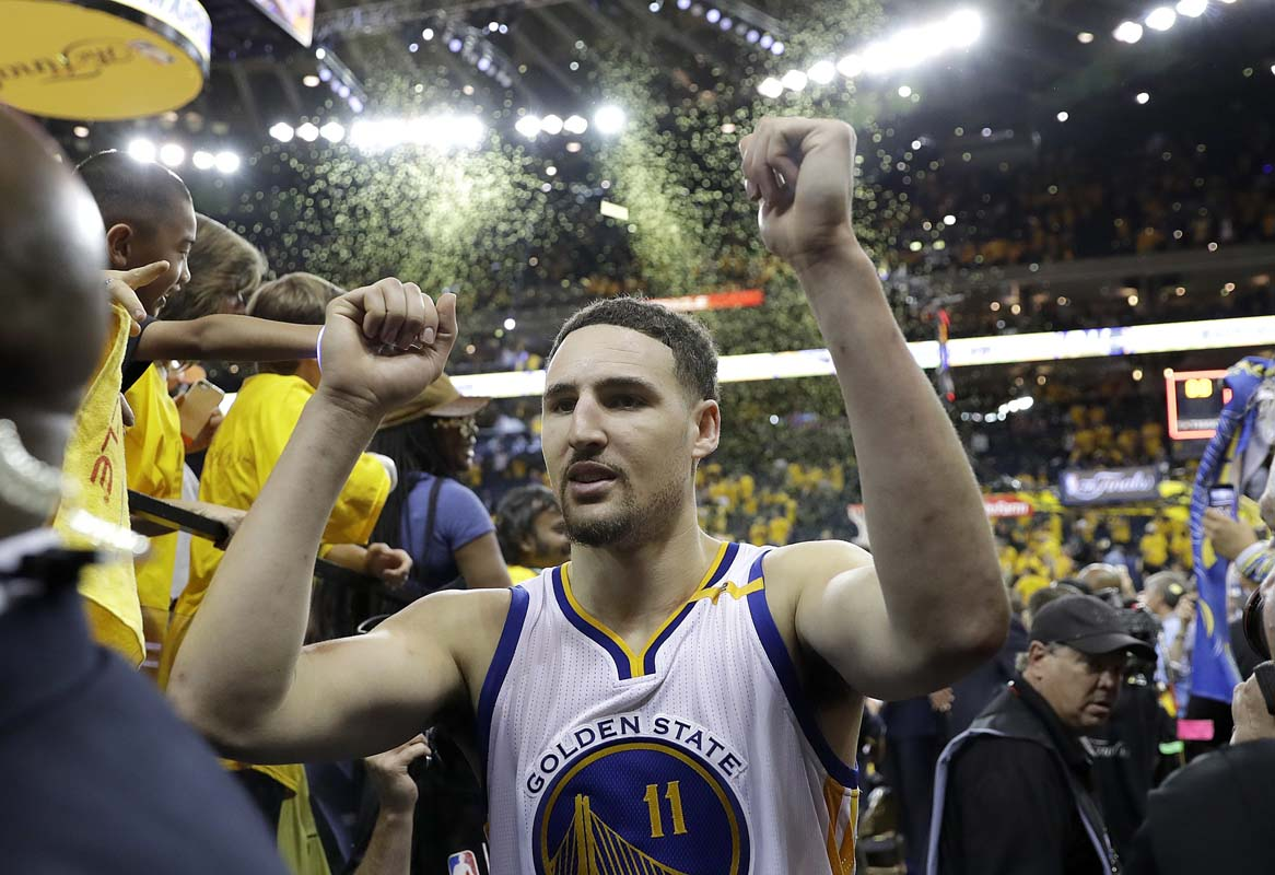 Klay Thompson Invites Fan with Autographed Toaster to Warriors Parade""