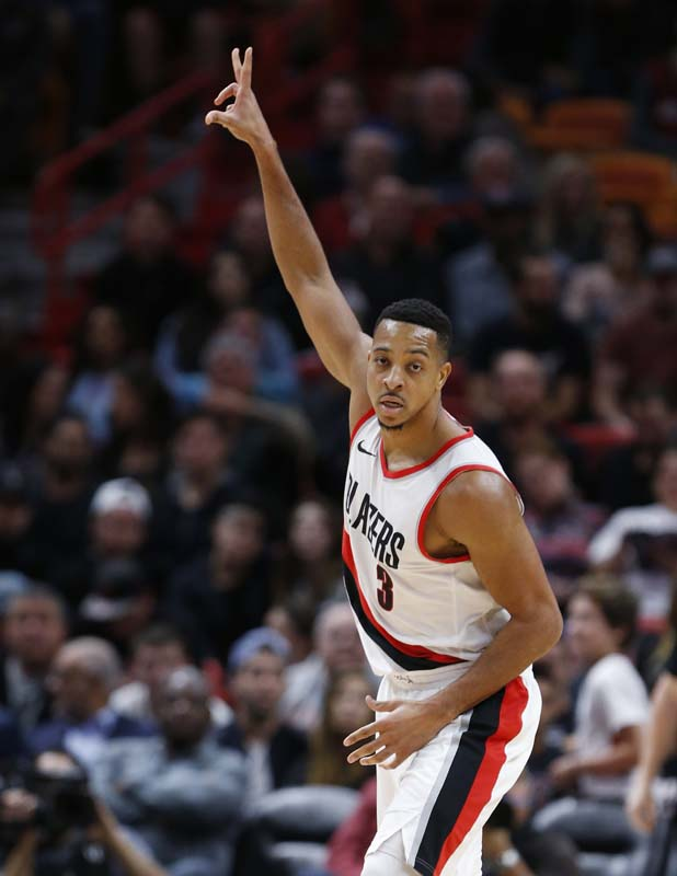 McCollum scores 50 in 3 quarters, Blazers handle Bulls
