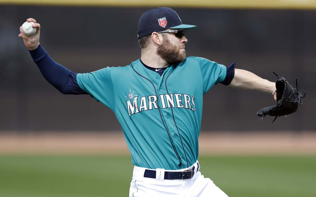 Mariners win spring opener 3-2 over the Padres