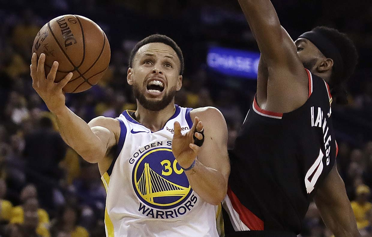 a642dd4e3f65 Blazers down 3-0 in Western Conference finals. Golden State Warriors  Stephen  Curry ...